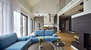 Inwestorzy - małżeństwo lekarzy z dwójką dzieci, powierzyli projektwnętrz swojego 170-metrowego domu pracowni Kaza Interior Design. Współpraca układała się fantastycznie. Na parterze powstał duży salon z otwartą kuchnią, łazienka, sypial