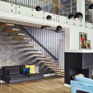 Właściciele wcześniej przemyśleli koncepcje dotyczące np. kolorystyki - generalnie chcieli, żeby miejsce było nowoczesne, ale przytulne i bezpretensjonalne. Projekt: Kaza Interior Design. Fot. Dekorian Home
