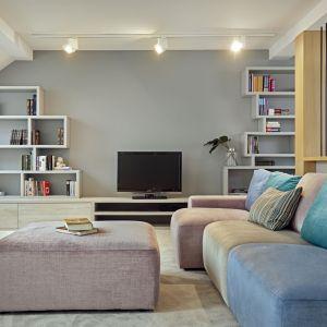 Piętro domu właściciele chcieli mieć tylko dla siebie. Projekt: Kaza Interior Design. Fot. Dekorian Home