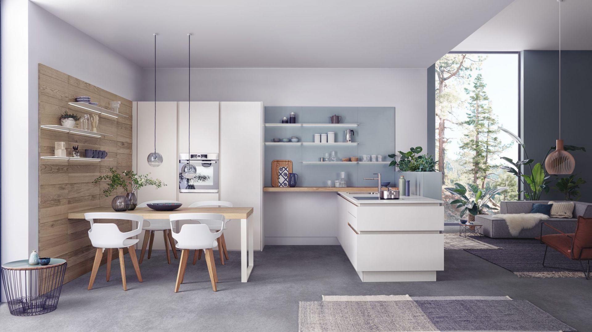 Kuchnia Solid-C   Valais   Classic-FS w kolorze białym zapewnia wrażenie ponadczasowej elegancji i przytulnego ciepła. Fot. Leicht