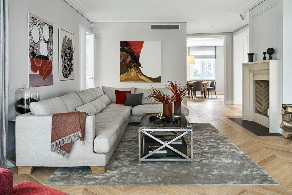 Perełka modernizmu i ponadczasowy szyk - zobacz odnowione wnętrza willi na Saskiej Kępie