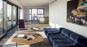 Niektóre miejsca nabierają szczególnego wyrazu dzięki otoczeniu, z którym wchodzą w dialog. Bez wątpienia należy do nich apartament w Tel Awiwe zaprojektowany przez pracownię Anderman Architects.
