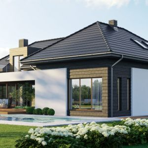 Dom przyciąga uwagę przede wszystkim niepowtarzalną bryłą, ciekawymi detalami architektonicznymi oraz niezwykle efektowną elewacją. Dom HomeKoncept 13. Projekt i zdjęcia: HomeKoncept
