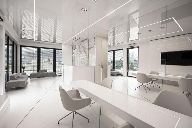 Kiedy idziemy do pracy – chcemy pracować w miejscu do tego przystosowanym, gdzie światło nas nie męczy, nie obniża naszej wydajności. A kiedy po pracy wybieramy się do salonu kosmetycznego to liczymy na atmosferę, która sprzyja tej chwili relak