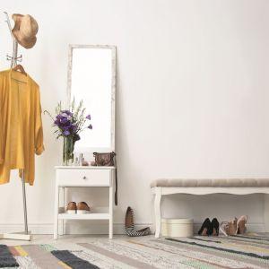 Farba Beckers Designer Colour w odcieniu Angel Wings z to sposób na elegancką i dyskretną aranżację korytarza. Fot.  Beckers