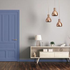 Emalia Tikkurila Everal Aqua Semi Matt 40 to sposób by zmienić kolor drzwi i ożywić wnętrze już na wejściu. Fot. Tikkurila
