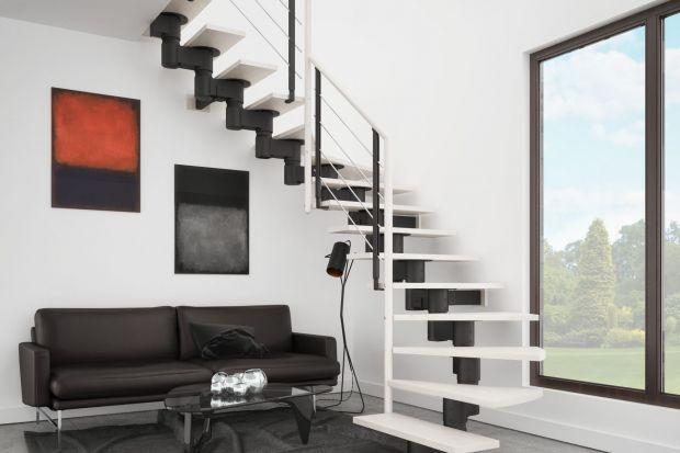 Różnice w cenach za schody wewnętrzne potrafią wynieść nawet kilkanaście tysięcy złotych. Jakie modele wziąć pod uwagę przy ograniczonym budżecie?