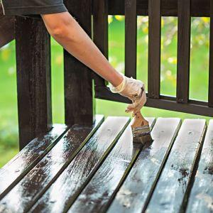 Olej Pogodoodporny długotrwale chroni drewno na tarasie. Fot. Bondex