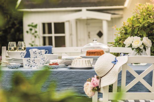 Lato na stole - porcelana w niebieskich odcieniach
