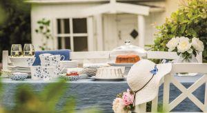 Letnia, morska bryza i błękitne niebo – czego więcej nam potrzeba podczas lata? Motywy w kolorach blue to doskonały wybór na wakacyjne spotkania przy stole.