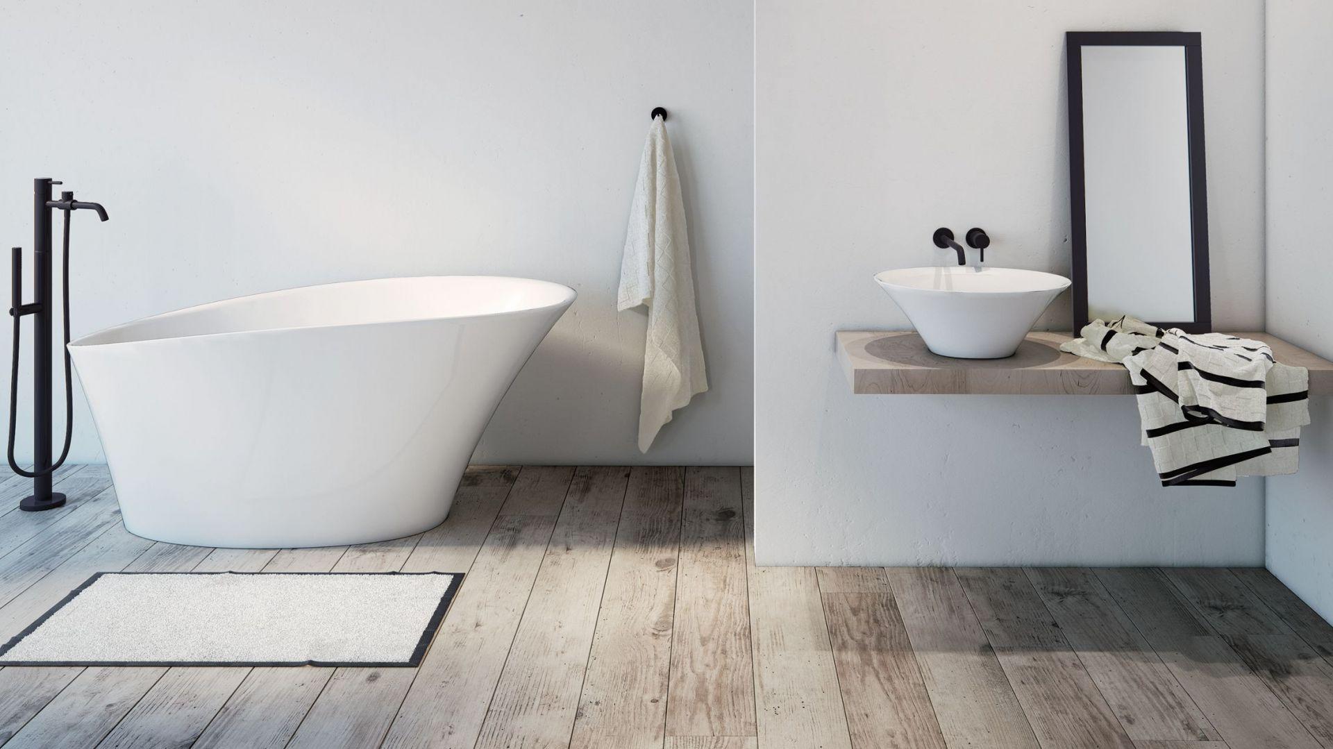 Niewielka wanna wolnostojąca oraz umywalka nablatowa z kolekcji Sofi. Fot. Marmorin Design