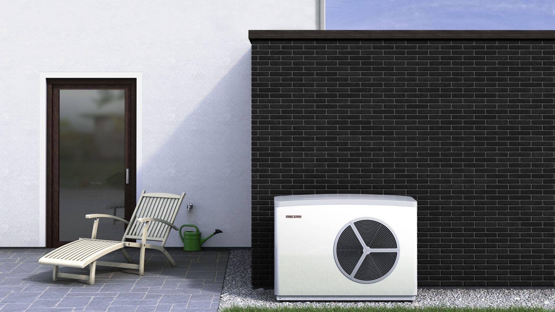 Pompa ciepła WPL 17 ACS Classic typu woda-powietrze to dobra alternatywa dla drogiego ogrzewania elektrycznego czy kotła węglowego. Fot. Stiebel Eltron