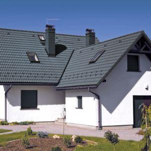 Wybierając dachówkę cementową zabezpieczoną dobrą powierzchnią zyskamy przede wszystkim spokój na lata – trwałe i estetyczne pokrycie. Fot. Creaton