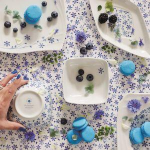 Lise to porcelana zdobiona niebieskimi kwiatami i szczyptą złota. Fot. Fyrklövern