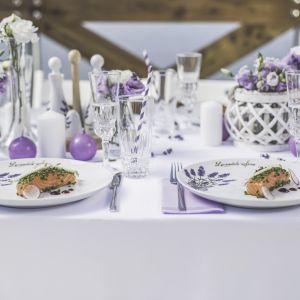 Porcelana z kolekcji Lawenda ma kwiatowe zdobienia w modnym, fioletowym kolorze. Fot. Lubiana