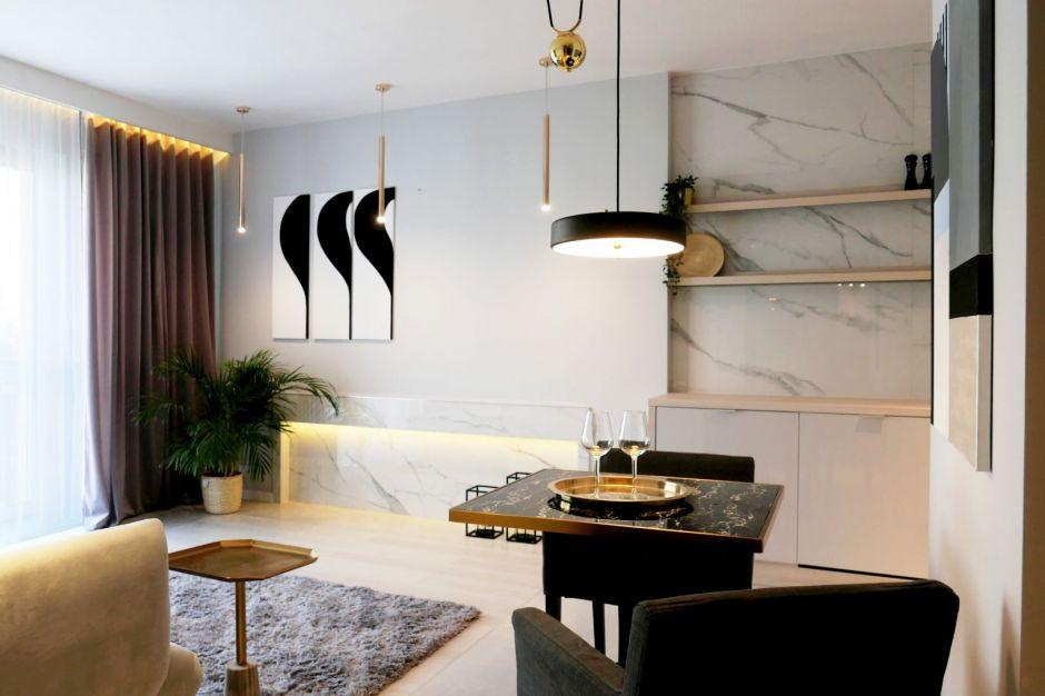 Klasyka w nowoczesnym wydaniu - zobacz piękne dwupokojowe mieszkanie