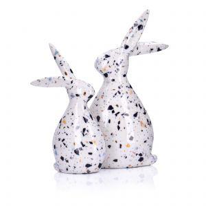 Dekoracyjne figurki królików z kolekcji Godis z białej ceramiki zdobionej kolorowymi płatkami. Fot. Duka
