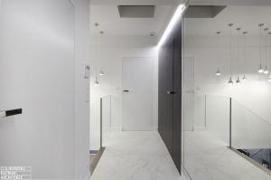 Piętro domu to część prywatna - nocna. Projekt: Czajkowski Kuźniak Architekci. Fot. Archifolio / Tomasz Zakrzewski