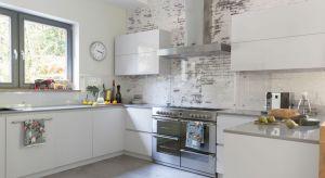 Myślicie nad aranżacją kuchni i szukacie pomysłu nawykończenie i dekorację ściany nad blatem? Zobaczcie jakie rozwiązania zastosowali inni.