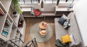Ten nieduży, ale bardzo wygodny loft znajduje się w centrum Krakowa. Jego wnętrze doskonale łączy elementy stylu nowoczesnego z tradycją, dzięki czemuprzestrzeń jest oryginalna i niezwykle ciekawa.