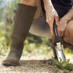 Otoczenie domu. Narzędzia do odchwaszczania ogrodu. Fot. Fiskars