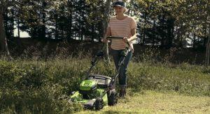 Ile mamy trawy do skoszenia? Lubimy wysiłek fizyczny czy niekoniecznie? Pracujemy na równym terenie czy na pofałdowanym? Wszystko to ma duże znaczenie przy wyborze odpowiedniego urządzenia. Zobaczmy wiec, na co zwrócić uwagę, wybierając się na z