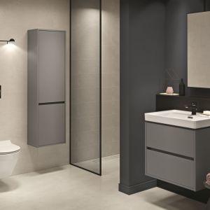 Urządzenie łazienki na kilku metrach kwadratowych to prawdziwe wyzwanie aranżacyjne. Najważniejszy jest dobry plan, który pozwoli optymalnie wykorzystać każdy centymetr, jednak to wieloelementowa kolekcja łazienkowa (np. Crea marki Cersanit) jest niezawodną receptą na wygodne urządzanie łazienki. Fot. Cersanit