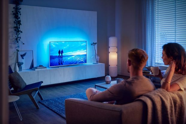 Połączenie kluczowych dla użytkowników funkcji, wysokiej jakości obrazu i dźwięku oraz minimalistycznego designu – tak w skrócie można opisać nowe telewizory z serii Philips Performance.