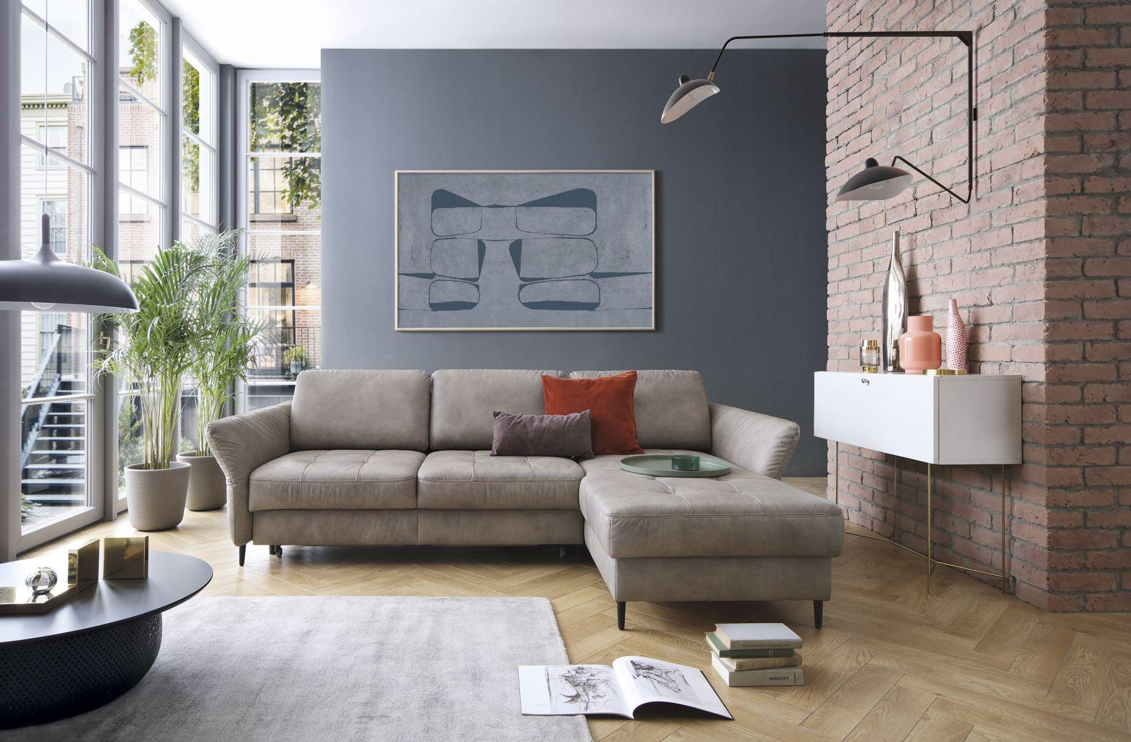 Dbanie o nowe meble zaczyna się już w momencie, kiedy sofa czy fotele przyjeżdżają do naszego domu. Przy ich rozpakowywaniu unikajmy ostrych narzędzi, np. noży mogących spowodować uszkodzenie obicia. Fot. mat. prasowe Gala Collezione