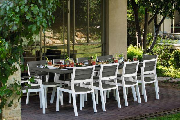 Stół na taras i do ogrodu. Radzimy jak go wybrać