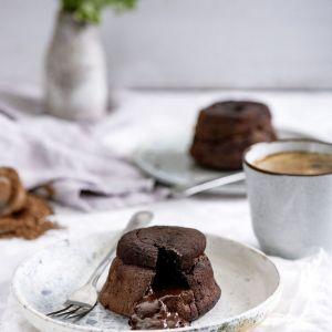 Płynące ciasto czekoladowe z wędzonym twarogiem. Fot. Thermomix