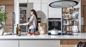 Idealny porządek w domowej spiżarni to marzenie wielu z nas. Z pomocą przychodzą producenci systemów do przechowywania, opracowując rozwiązania, które ułatwiają magazynowanie niezbędnych produktów i zapewniają ład w kuchni na co dzień.
