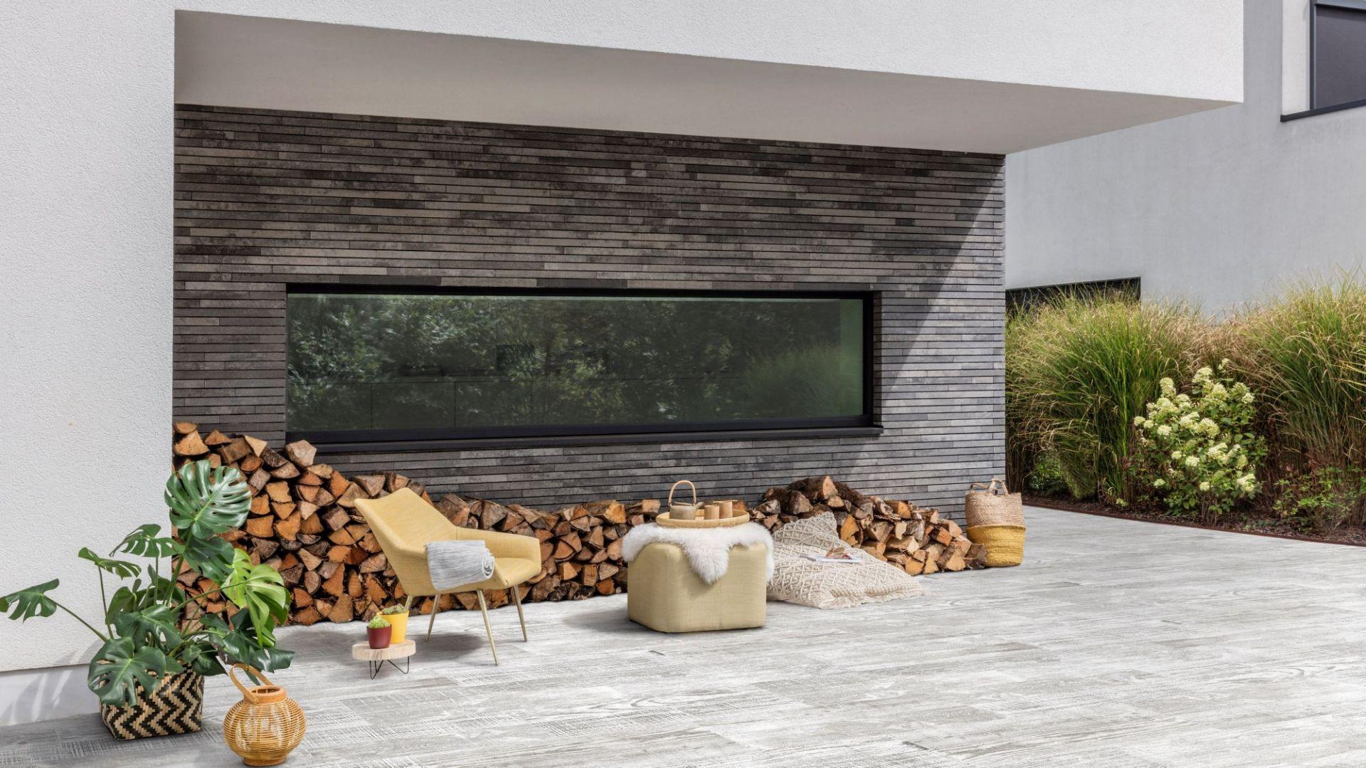 Otoczenie domu: betonowa kostka Forest Nordic White. Fot. Polbruk