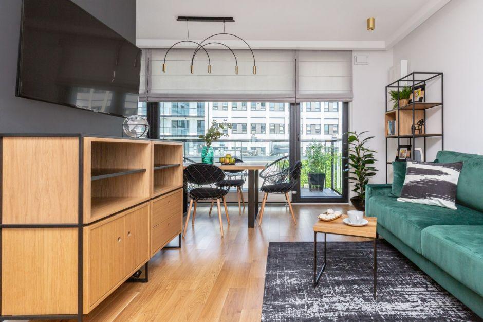Elegancki apartament na warszawskiej Woli - klasyka z loftowym sznytem