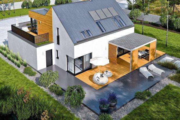 """Prawie każdy planując budowę domu zadaje sobie pytanie: """"Z tarasem, czy bez?"""". Odpowiedź może być tylko jedna. Korzyści z posiadania tarasu są trudne do zmierzenia, bo spokojny wypoczynek wśród przydomowej zieleni jest bezcenny."""