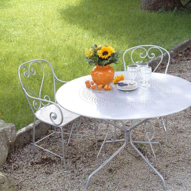 Metalowe dekoracje w ogrodzie - dodaj im blasku