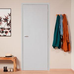 Szybka odnowa drzwi – malowanie zamiast generalnego remontu. Fot. AkzoNobel