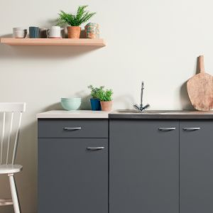 Szybka odnowa mebli kuchennych – malowanie zamiast generalnego remontu. Fot. AkzoNobel