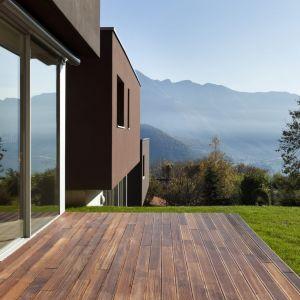 Drewno w domu i ogrodzie. Fot. AdobeStock