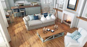 Drewno jest znanym na całym świecie materiałem ze względu na swoją trwałość i uniwersalność, ale również z powodu pozytywnego wpływu na człowieka. Już niewielki element z drewnianym motywem potrafi wprowadzić przytulność do pomieszczenia