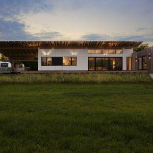 Copperwood house - energooszczędny dom z miedzianego drewna. Projekt i zdjęcia: HAUS Architects