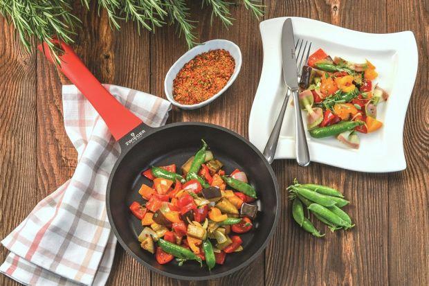 Lekkie i orzeźwiające obiady pozwolą nam zachować dobre samopoczucie w czasie letnich upałów. Jaki posiłek przygotować, żeby nie rozgrzewać się jeszcze bardziej? Sprawdźcie nasze pomysły.