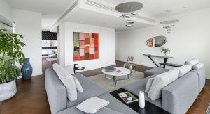 ApartamentGlace na 29. piętrze Złotej 44to kompilacja różnych stylów zamkniętych w nowoczesnej przestrzeni o powierzchni ponad 137 m². Wykończone w myśl wnętrzarskiego eklektyzmu wnętrzaz pewnością przypadną do gustu fanom niebanalnych