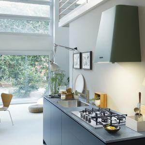 Pastelowe akcenty w kuchni: okapy Smart Deco. Fot. Franke
