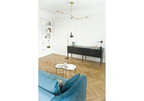 Ten apartament wstylu francuskim jest kobiecy, subtelny iszykowny. Projekt: Magdalena Miśkiewicz. Zdjęcia: Anna Powałowska