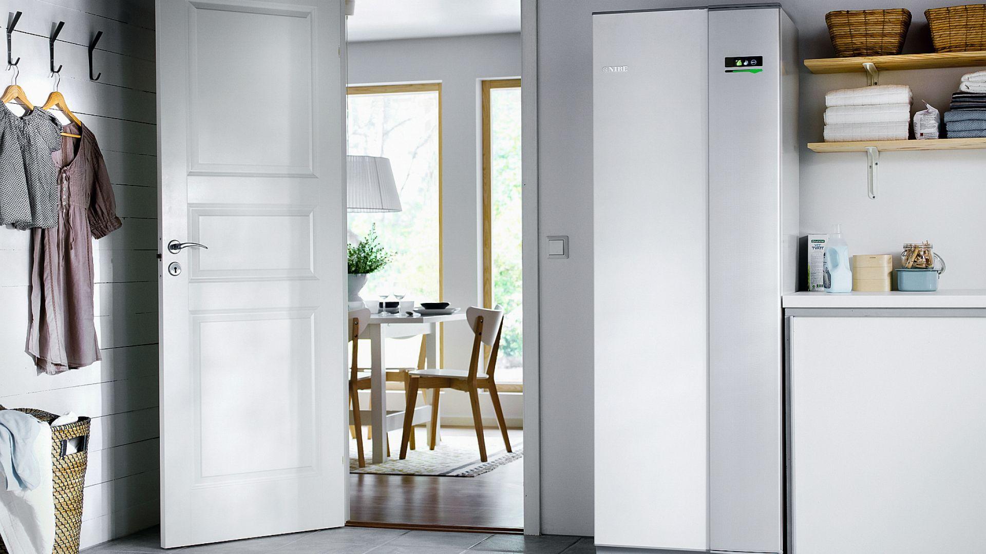 Na uwagę zasługuje nowoczesny design pomp ciepła. Dzięki temu nie ma konieczności ukrywania tych urządzeń w niewidocznym miejscu. Fot. NIBE