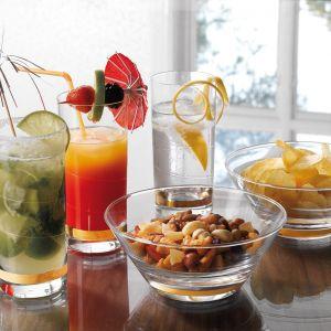 Kolekcja szkła Siluett to zbiór przepięknie wykonanych kieliszków, szklanek, dzbanków, wazonów, świeczników, salaterek, a także karafki, świecznika i patery. Fot. Fyrklövern