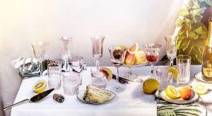 Piękne szklane naczynia to propozycja na przyjęcie w ogrodzie. Dzięki nim uświetnisz najpiękniejsze chwile lata.