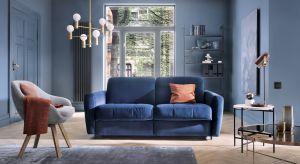 Ciemny odcień niebieskiego, czyli navy blue, to jeden z najmodniejszych kolorów tego sezonu we wnętrzach.