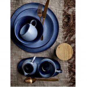 Niebieskie naczynia ceramiczne. Fot. HK Living